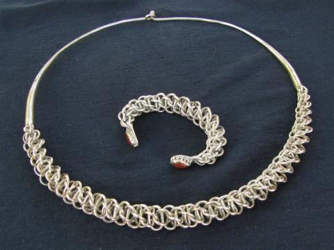Витой средневековый булгарский браслет и гривна